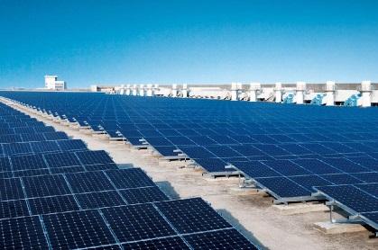 Grande centrale solaire en surimposition de toiture