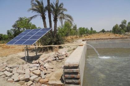 Système de pompe à eau fonctionnant à l'énergie solaire