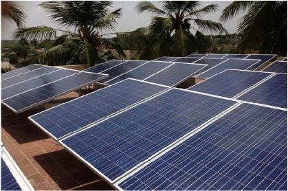 Panneaux solaires sur la toiture d'une PME